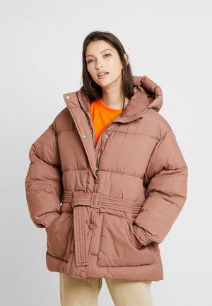 BELTED PUFFER JACKET - Winter jacket - brown