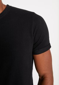 Nerve - ANDREAS TEE - Jednoduché triko - black - 5