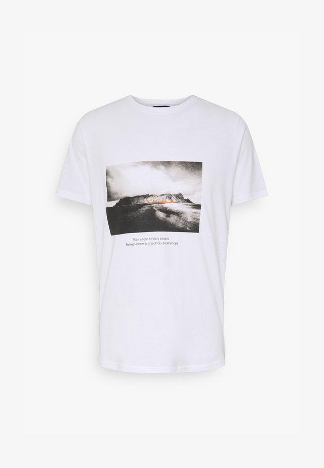 NEBRUNO TEE - T-shirts med print - white