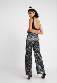 NEW girl ORDER - ORIENTAL PRINT TROUSERS - Tygbyxor - black - 2