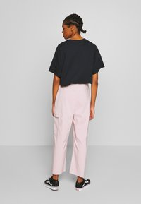 NEW girl ORDER - WIDE LEG CARGO TROUSERS - Kalhoty - pale pink - 2
