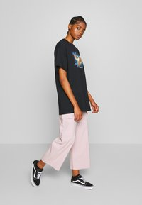 NEW girl ORDER - WIDE LEG CARGO TROUSERS - Kalhoty - pale pink - 1