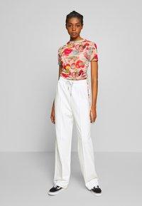 NEW girl ORDER - SEAM JOGGER - Teplákové kalhoty - cream - 1