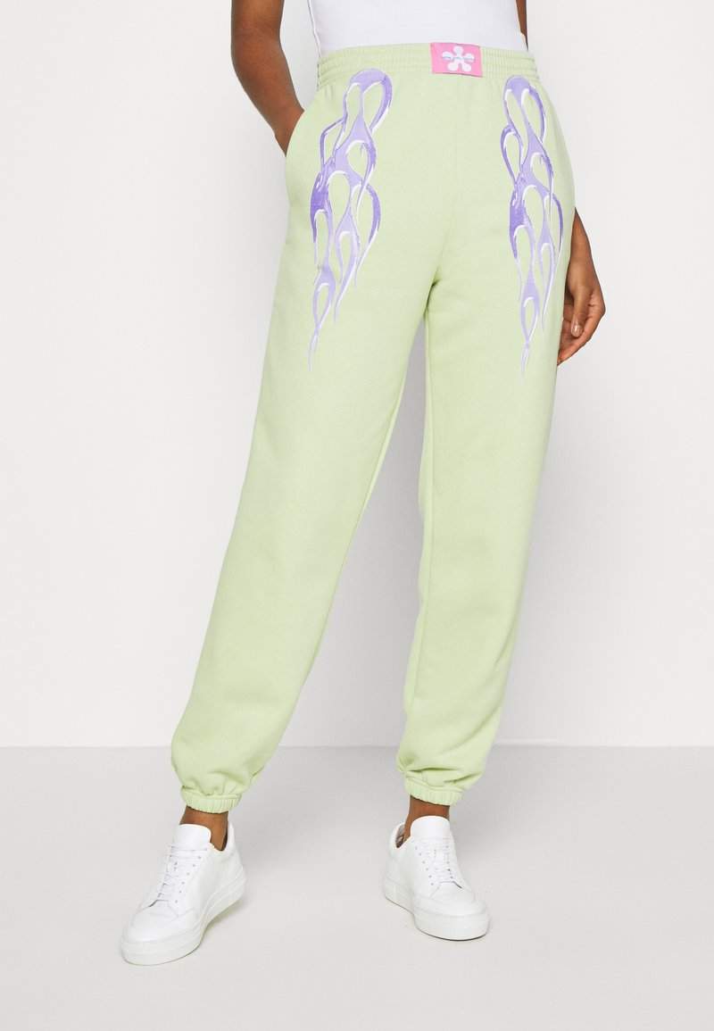 NEW girl ORDER - METALLIC TRIBAL FLAME JOGGERS - Teplákové kalhoty - green