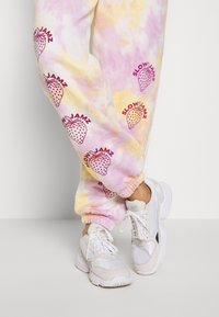 NEW girl ORDER - STRAWBERRY JOGGERS  - Tracksuit bottoms - multi - 3