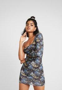 NEW girl ORDER - ORIENTAL PRINT CUT OUT ONE SLEEVE BOYCON DRESS - Robe fourreau - black - 0