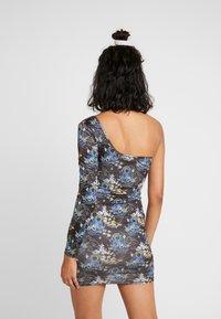 NEW girl ORDER - ORIENTAL PRINT CUT OUT ONE SLEEVE BOYCON DRESS - Robe fourreau - black - 2