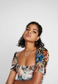 NEW girl ORDER - HOLY PRINT VELVET PUFFY SLEEVE MINI DRESS - Robe fourreau - multi - 3