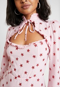 NEW girl ORDER - STAR DRESS - Pouzdrové šaty - pink - 5
