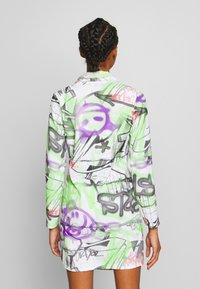 NEW girl ORDER - GRAFITTI BLAZER DRESS - Denní šaty - multi - 2