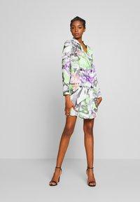 NEW girl ORDER - GRAFITTI BLAZER DRESS - Denní šaty - multi - 1