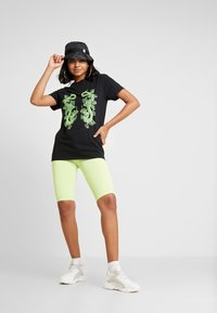 NEW girl ORDER - DOUBLE DRAGON PRINT TEE - T-shirt med print - black - 1