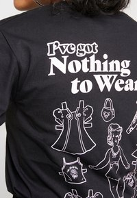 NEW girl ORDER - NOTHING TO WEAR - T-shirt à manches longues - black - 4