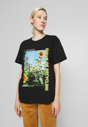 QUEEN OF RECYLING CLACK  - T-shirts med print - black