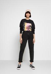 NEW girl ORDER - WHATS NOT FLOWER - T-shirt à manches longues - black - 1