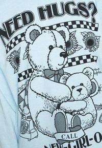 NEW girl ORDER - NEED HUGS  LONG SLEEVE TEE - Maglietta a manica lunga - white - 5