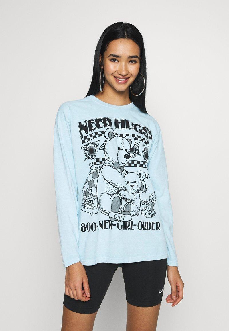 NEW girl ORDER - NEED HUGS  LONG SLEEVE TEE - Maglietta a manica lunga - white