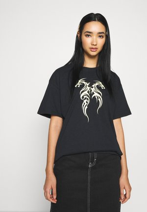 TRIBAL MINI DRAGON TEE - Print T-shirt - black