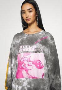NEW girl ORDER - VIRTUE TIE DYE - Sweatshirt - grey - 6