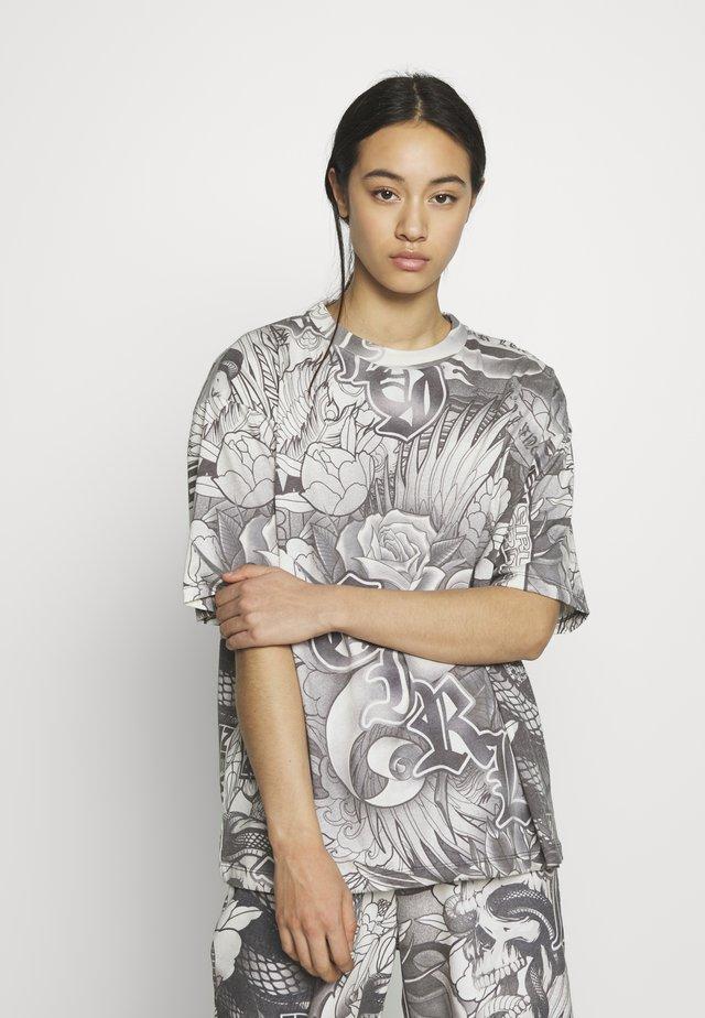 TATTOO TEE - T-shirt med print - grey