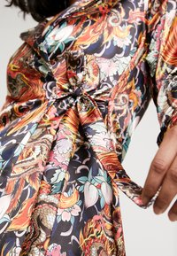 NEW girl ORDER - PHOENIX DRAGON PRINT WRAP - Manteau court - multi - 5