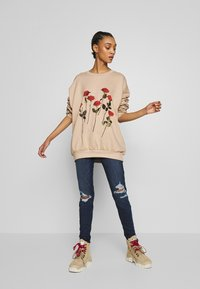NEW girl ORDER - ROES - Sweatshirt - beige - 1