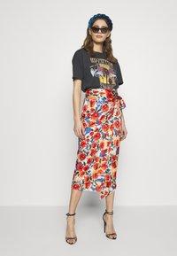 Never Fully Dressed - JASPRE DITSY PRINT SKIRT - Wrap skirt - orange - 1
