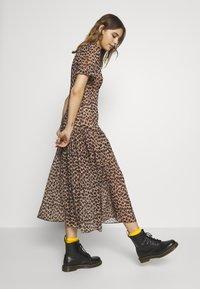 Never Fully Dressed - LEOPARD LUCIA SHEER DRESS - Kjole - brown - 3