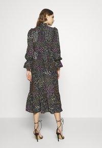 Never Fully Dressed - MEADOW PRINT DRESS - Denní šaty - black - 2