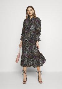 Never Fully Dressed - MEADOW PRINT DRESS - Denní šaty - black - 1