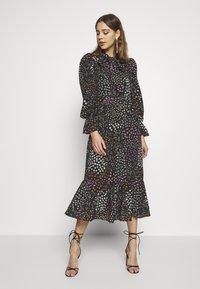 Never Fully Dressed - MEADOW PRINT DRESS - Denní šaty - black - 0