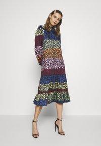 Never Fully Dressed - PRINT MODEST DRESS - Kjole - multi - 0