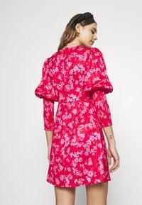 Never Fully Dressed - MINI DELORES DRESS - Korte jurk - pink - 2