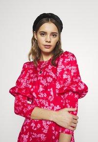 Never Fully Dressed - MINI DELORES DRESS - Korte jurk - pink - 3