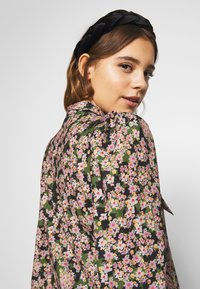 Never Fully Dressed - TIE NECK TOP - Blouse - green - 3