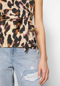 Never Fully Dressed - WRAP TOP - Bluser - leopard - 5