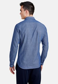 NEW IN TOWN - MIT HAIFISCHKRAGEN - Shirt - blue - 2