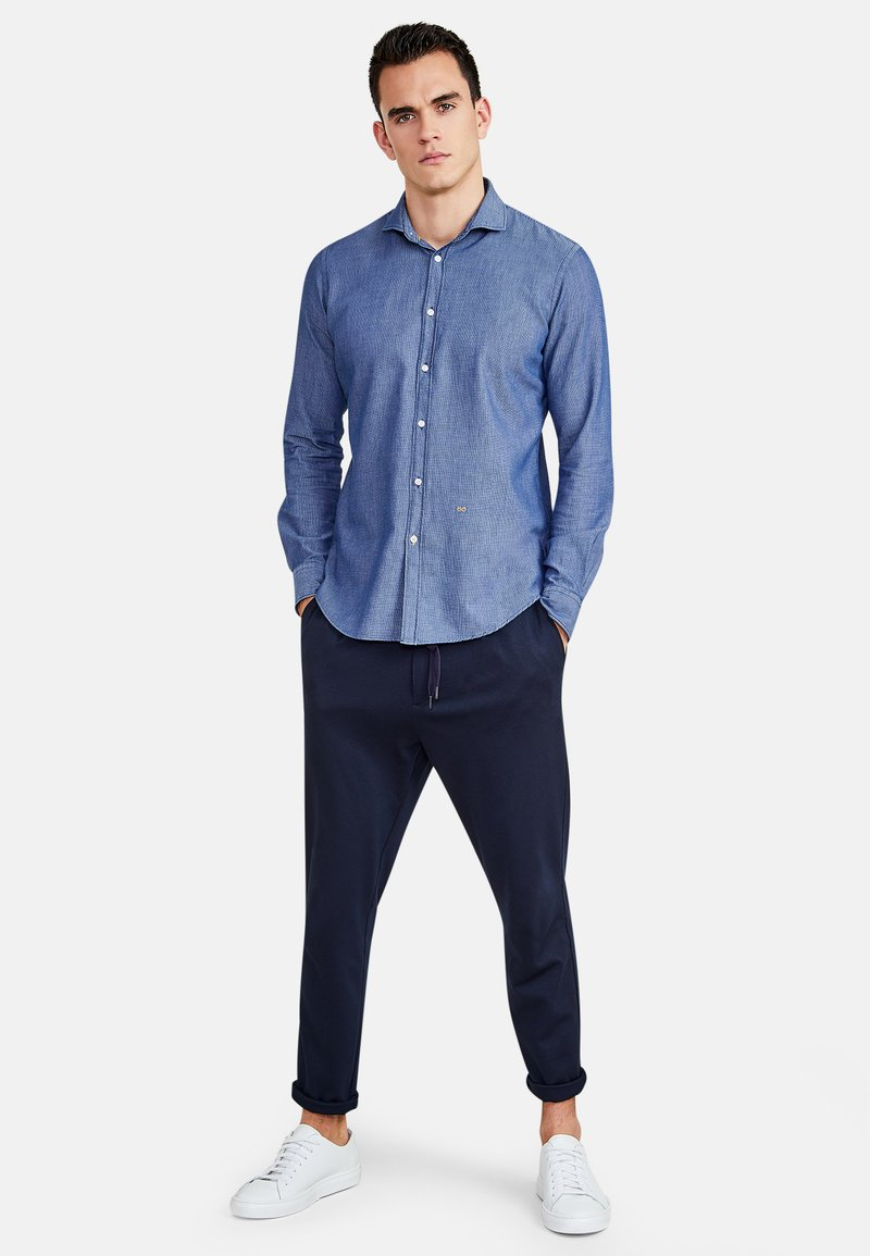 NEW IN TOWN - MIT HAIFISCHKRAGEN - Shirt - blue