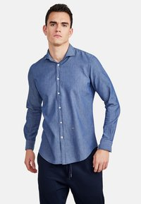 NEW IN TOWN - MIT HAIFISCHKRAGEN - Shirt - blue - 1