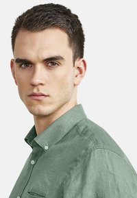 NEW IN TOWN - MIT BUTTON-DOWN-KRAGEN - Shirt - green - 3