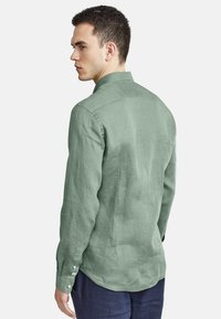 NEW IN TOWN - MIT BUTTON-DOWN-KRAGEN - Shirt - green - 2