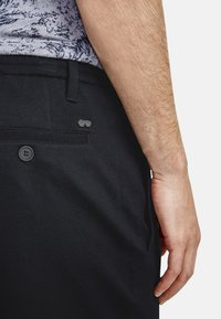 NEW IN TOWN - Shorts - navy - 3