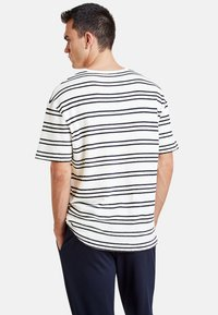 NEW IN TOWN - Print T-shirt - broken white - 2