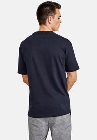 NEW IN TOWN - Basic T-shirt - night blue - 2
