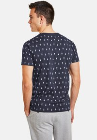 NEW IN TOWN - MIT INSEKTENPRINT - Print T-shirt - night blue - 2