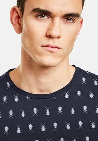 NEW IN TOWN - MIT INSEKTENPRINT - Print T-shirt - night blue - 3