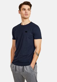 NEW IN TOWN - Basic T-shirt - night blue - 0