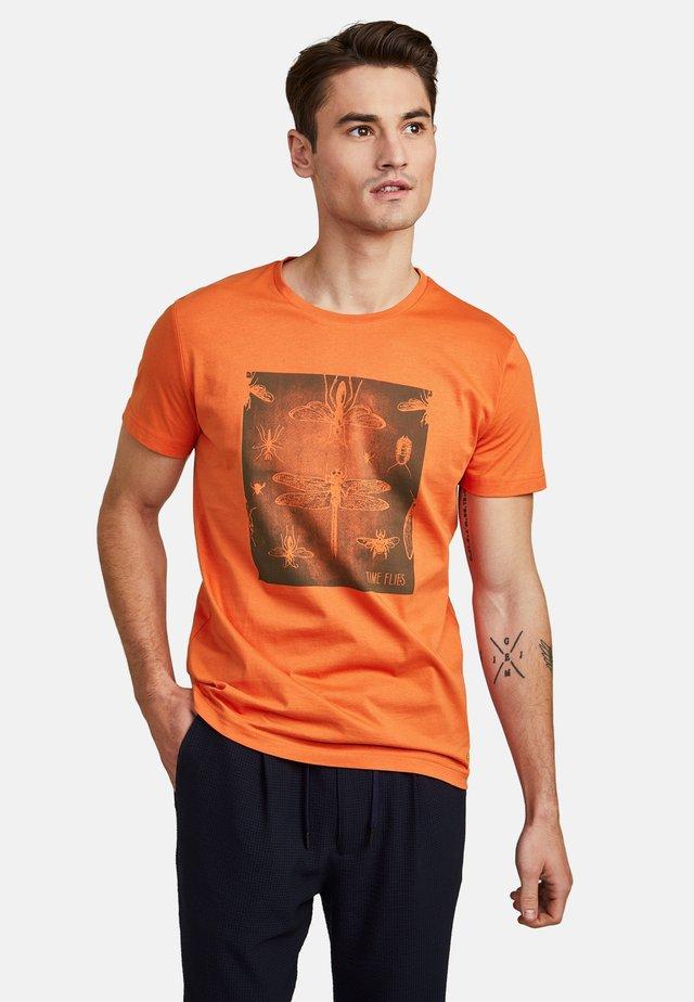 MIT GRAFIKPRINT - Print T-shirt - orange