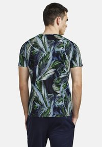 NEW IN TOWN - FLORAL - Print T-shirt - green - 2