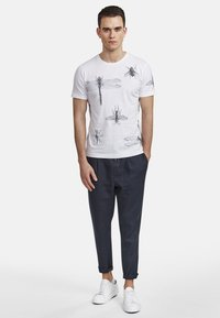 NEW IN TOWN - INSECTS - Print T-shirt - broken white - 1